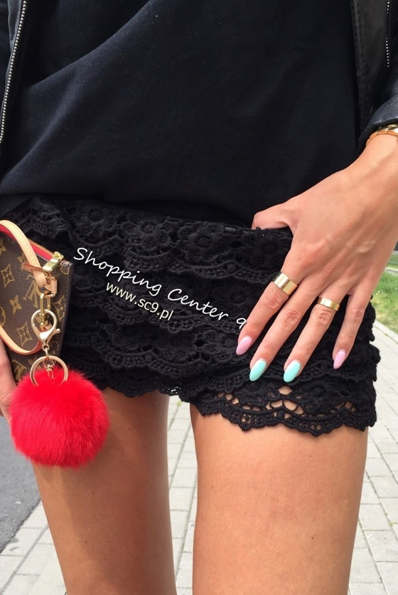 BRODWAY LACE SHORTS