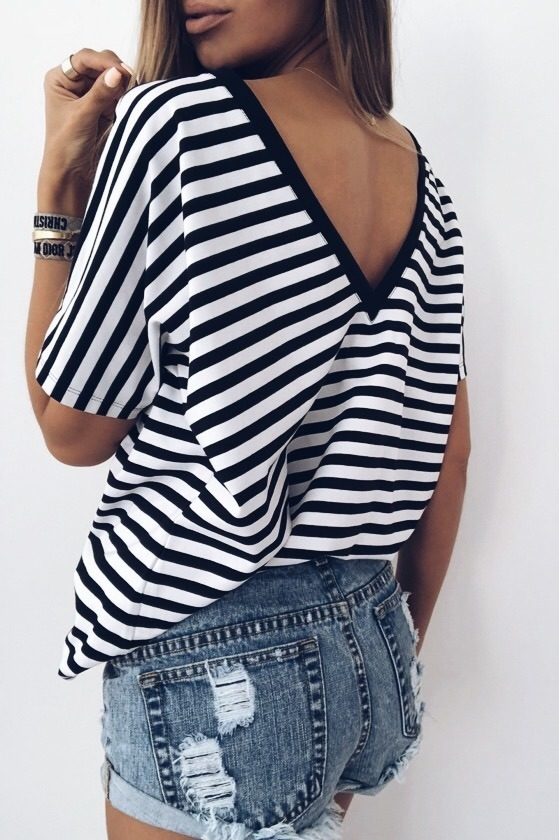 BLACK STRIPES OPEN BACK T-SHIRT