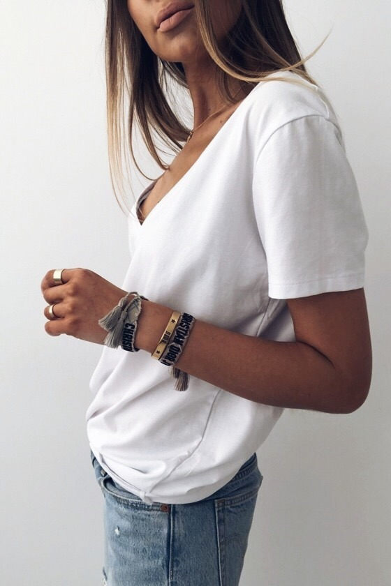 T-SHIRT V-NECK WHITE